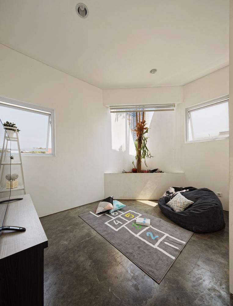 Ruang keluarga di lantai dua (Sumber: Arsitag.com)