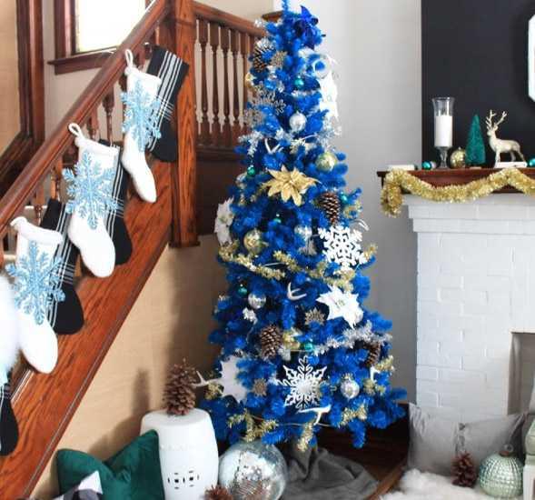 Pohon Natal warna biru yang manis (Sumber: decoradventures.com)