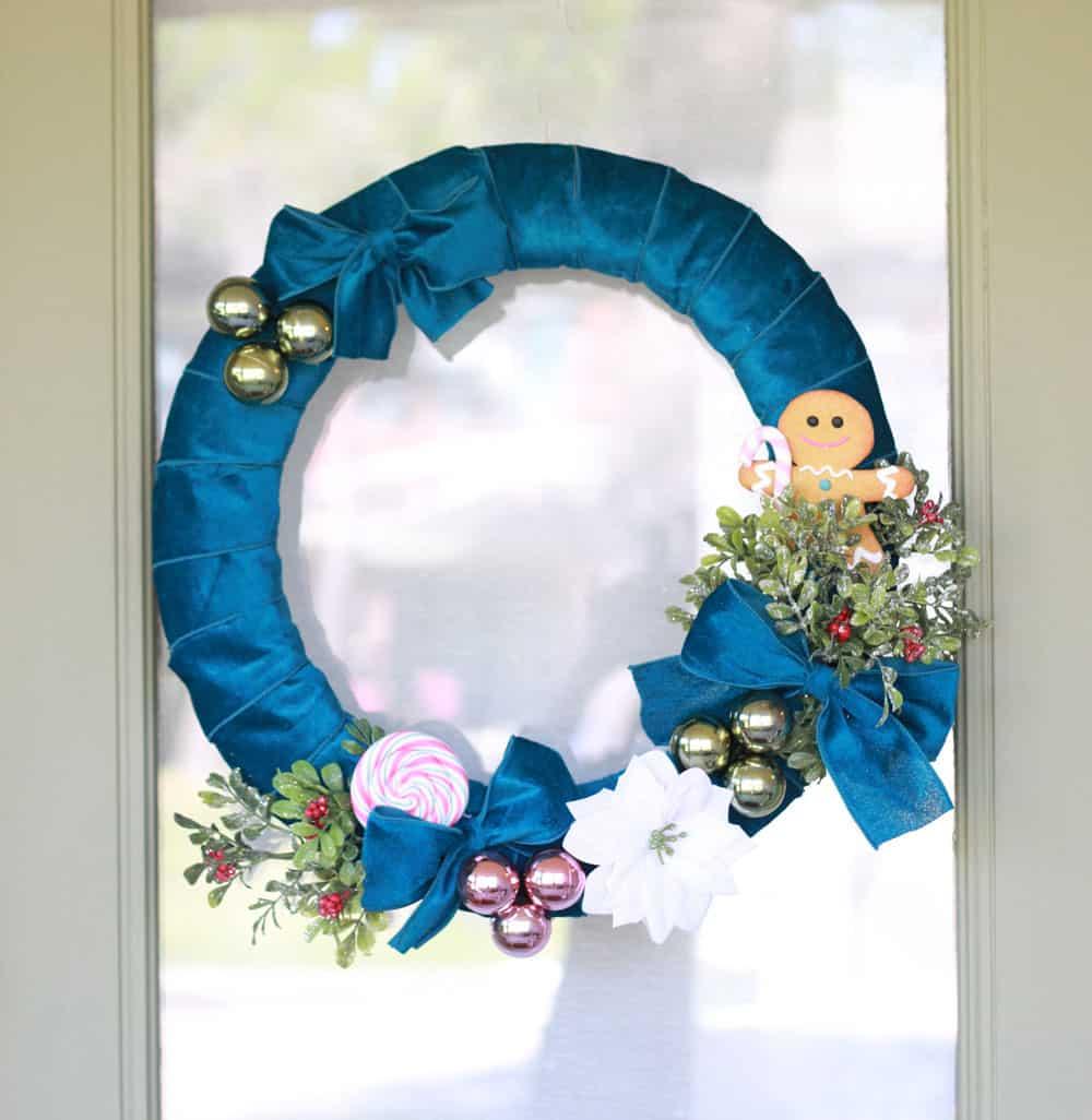 Blue Christmas wreath (Sumber: prettyprovidence.com)