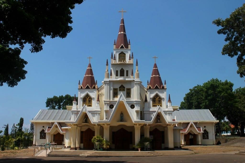 Gereja unik yang menjadi kebanggaan warga Larantuka (Sumber: facebook.com/gerejakatolik)