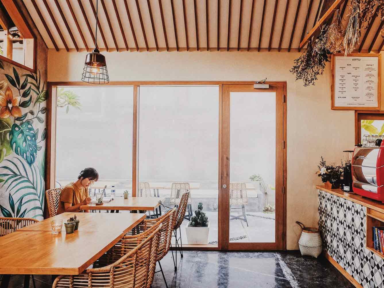 Desain Kafe Mungil dengan Tema Tropis Kontemporer yang Unik di Bali | Foto artikel Arsitag