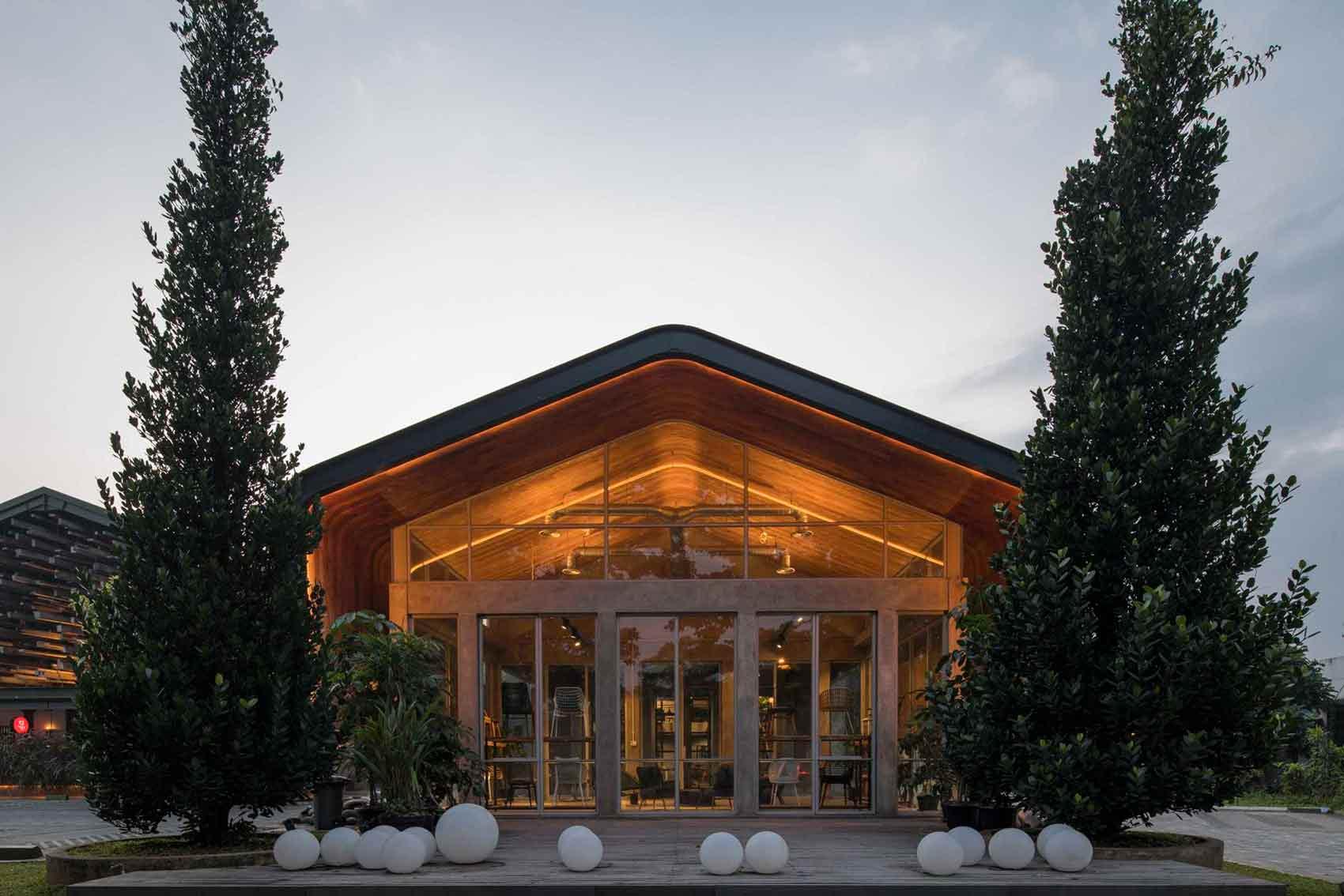 Pesona bangunan yang memikat siapa pun untuk berkunjung, Restoran Kayu Kayu karya W Office (Sumber: arsitag.com)