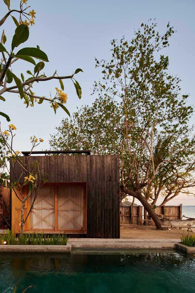 Vila pinggir pantai bergaya kabin karya Atelier Riri, via archcaily.com