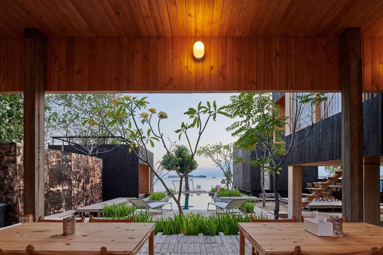 Vila kayu yang homey karya Atelier Riri, via archcaily.com