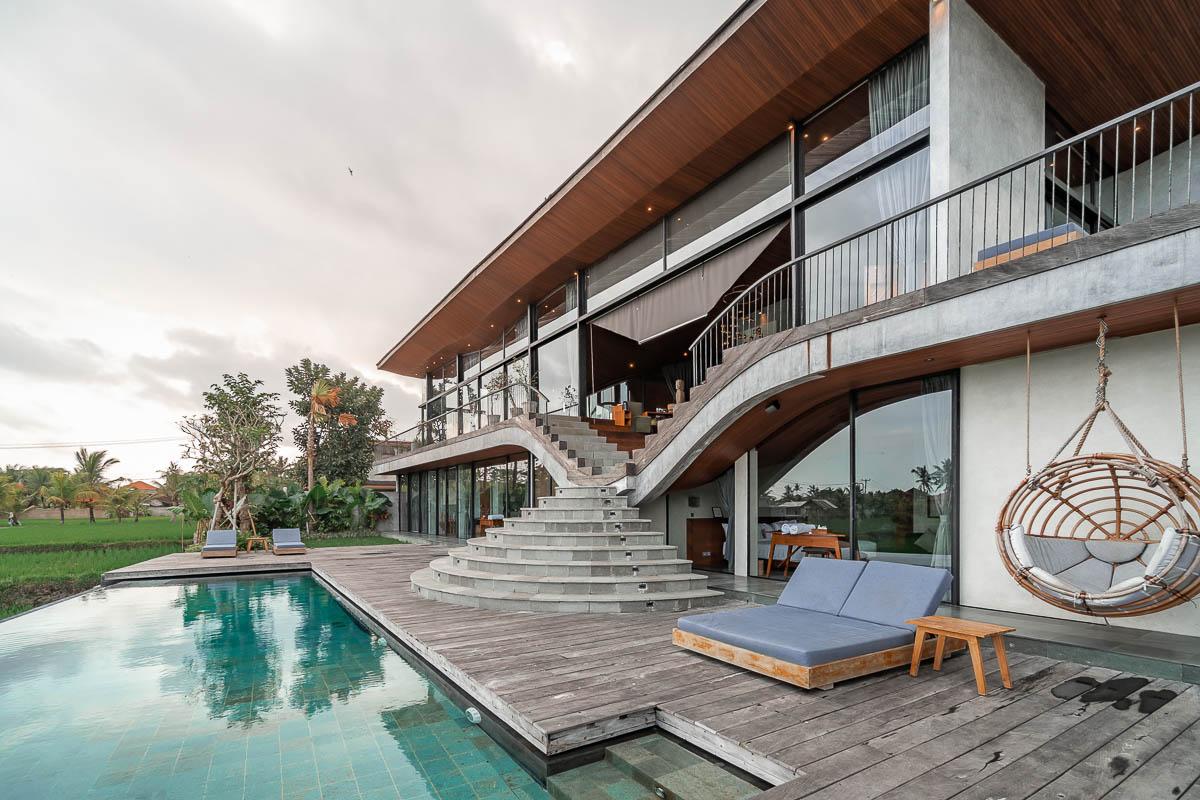 Eksterior Flow House O di Ubud dengan desain yang mewah // loftspiration.com