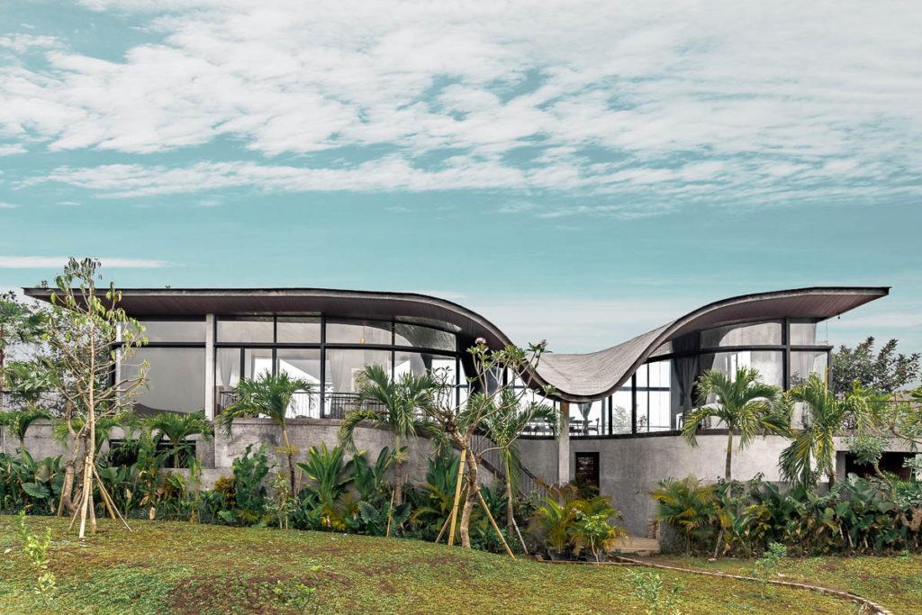 Desain Rumah Mewah Kekinian di Bali dengan Atap Lengkung yang Memukau   Foto artikel Arsitag