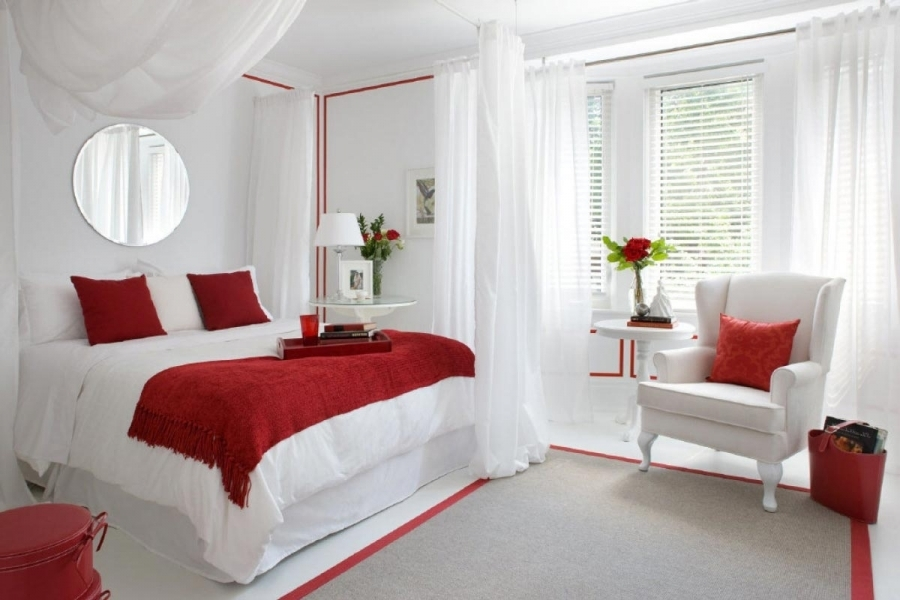 Kamar tidur romantis dengan sentuhan merah // houseminds.com