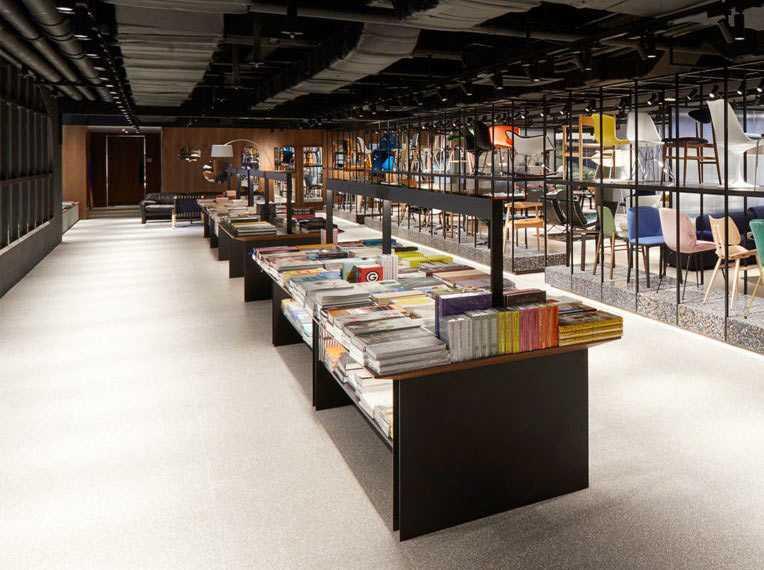 Ruang ekshibisi yang lapang di The Conran Shop, Seoul // design-milk.com