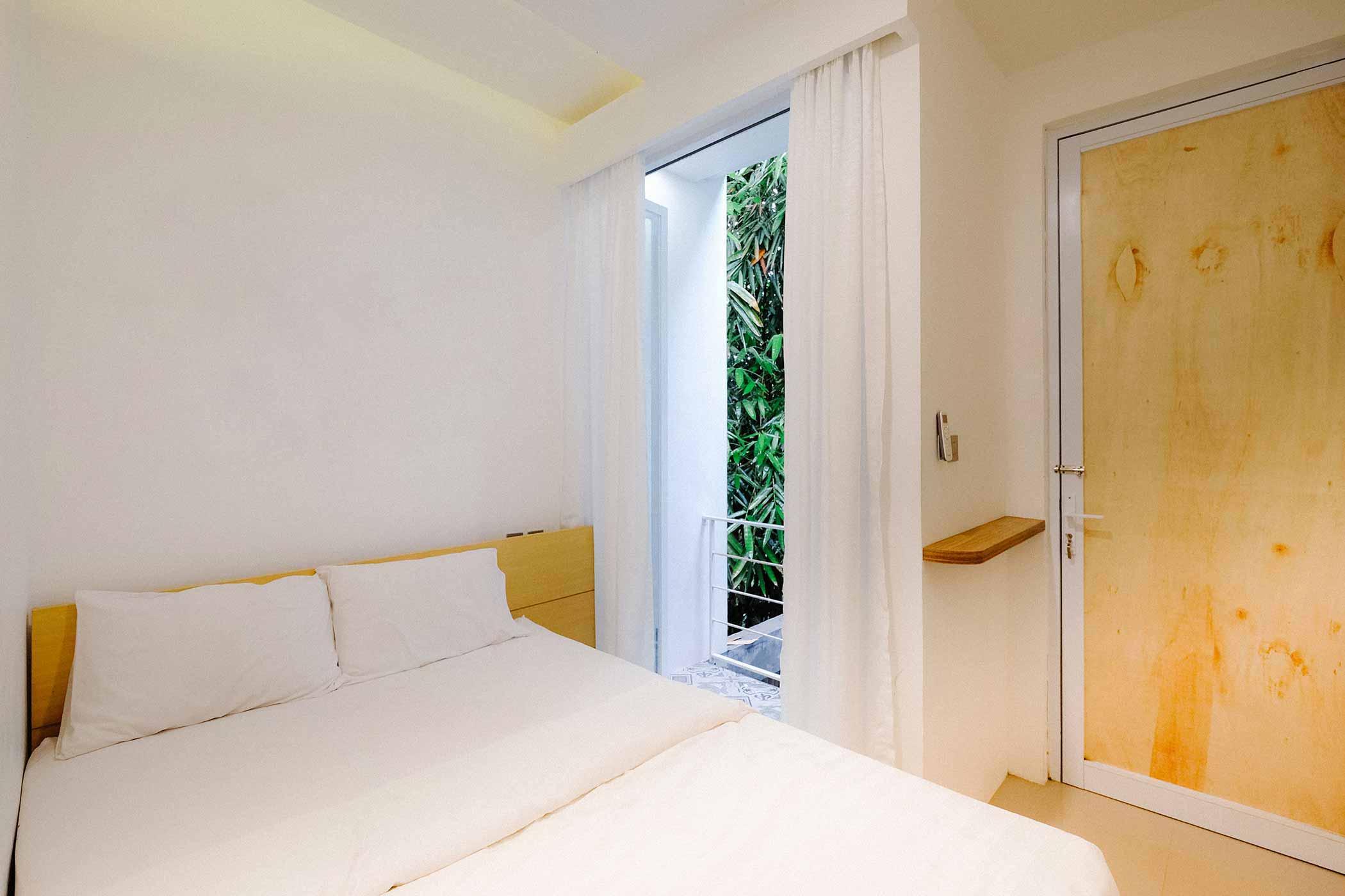 Kamar tidur berukuran pas untuk satu double bed // Ruangan ASA
