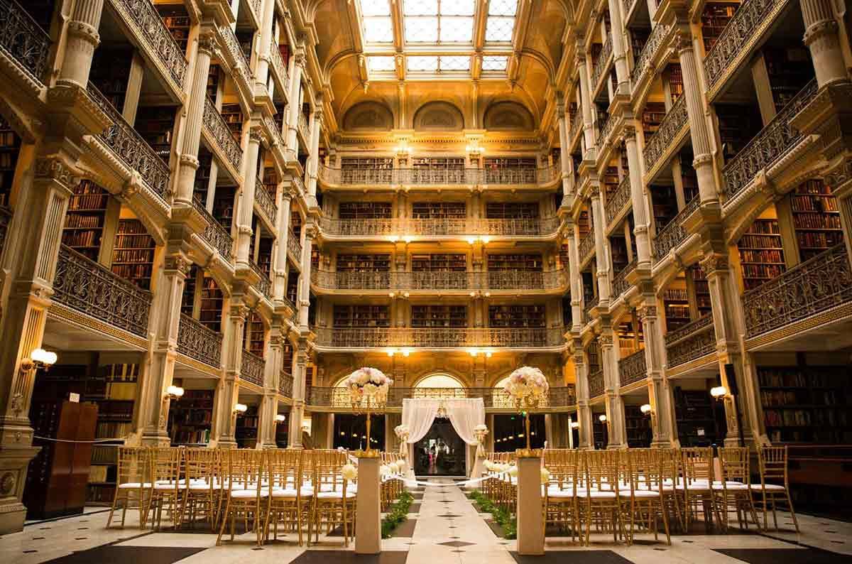 Perpustakaan megah di Baltimore, Maryland, George Peabody Library // bigseventravel.com