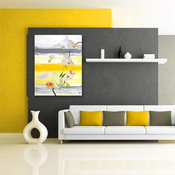 Ruang keluarga warna kuning berpadu abu-abu // bocadolobo.com