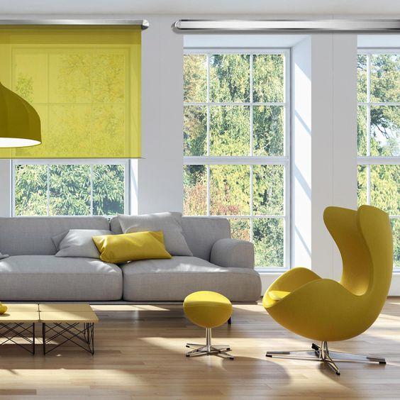Ruang keluarga dengan gorden warna kuning // lonny.com