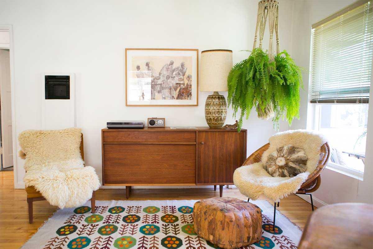 Desain tanaman gantung besar sebagai focal point, karya Gregory Beauchamp // apartmenttherapy.com