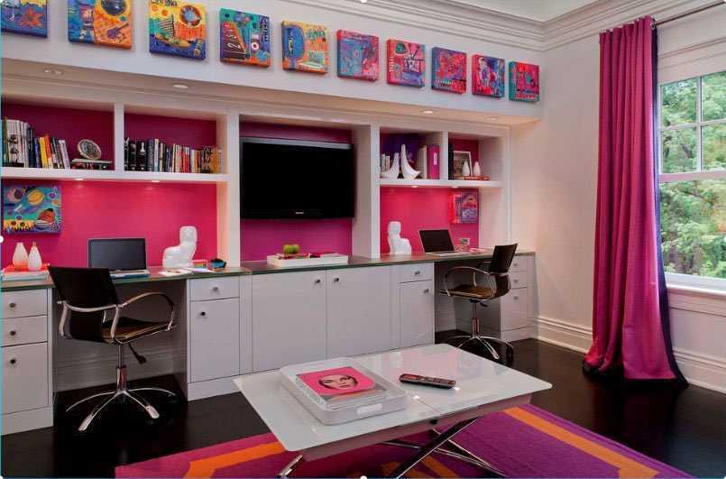 Ruang belajar cheerful bertema pink dan hitam // freshome.com