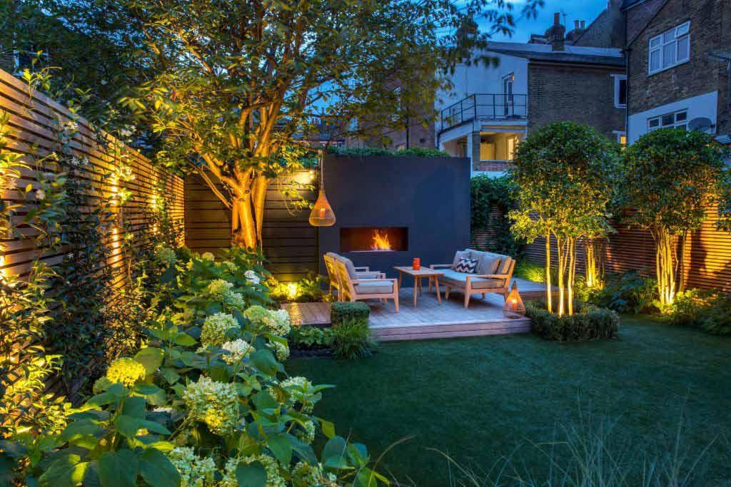 Taman yang menciptakan kehangatan dengan instalasi lampu, karya Garden Club London // gardenclublondon.co.uk