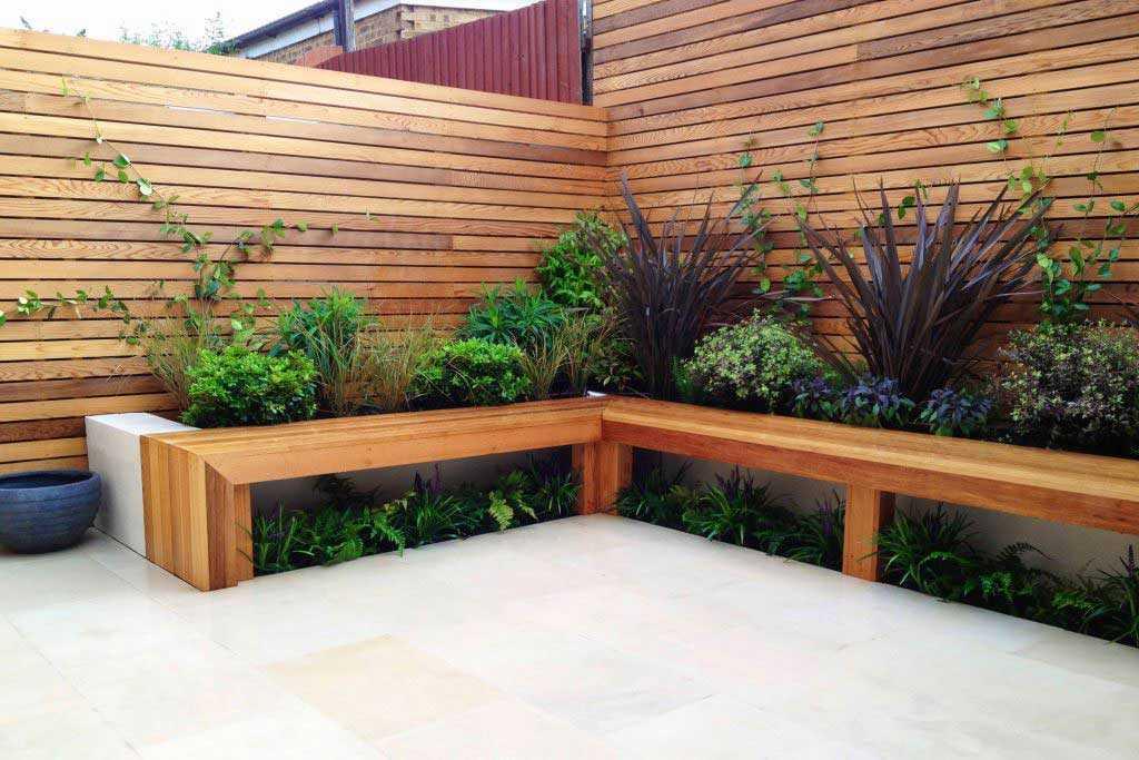 Taman terbatas berkonsep kering yang rapi, karya Garden Club London // gardenclublondon.co.uk