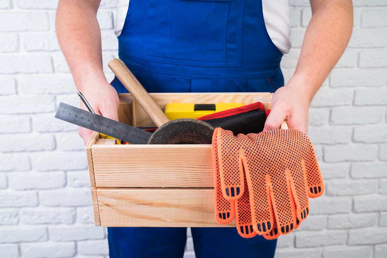 Pekerja sebaiknya dibekali peralatan masing-masing, via freepik.com
