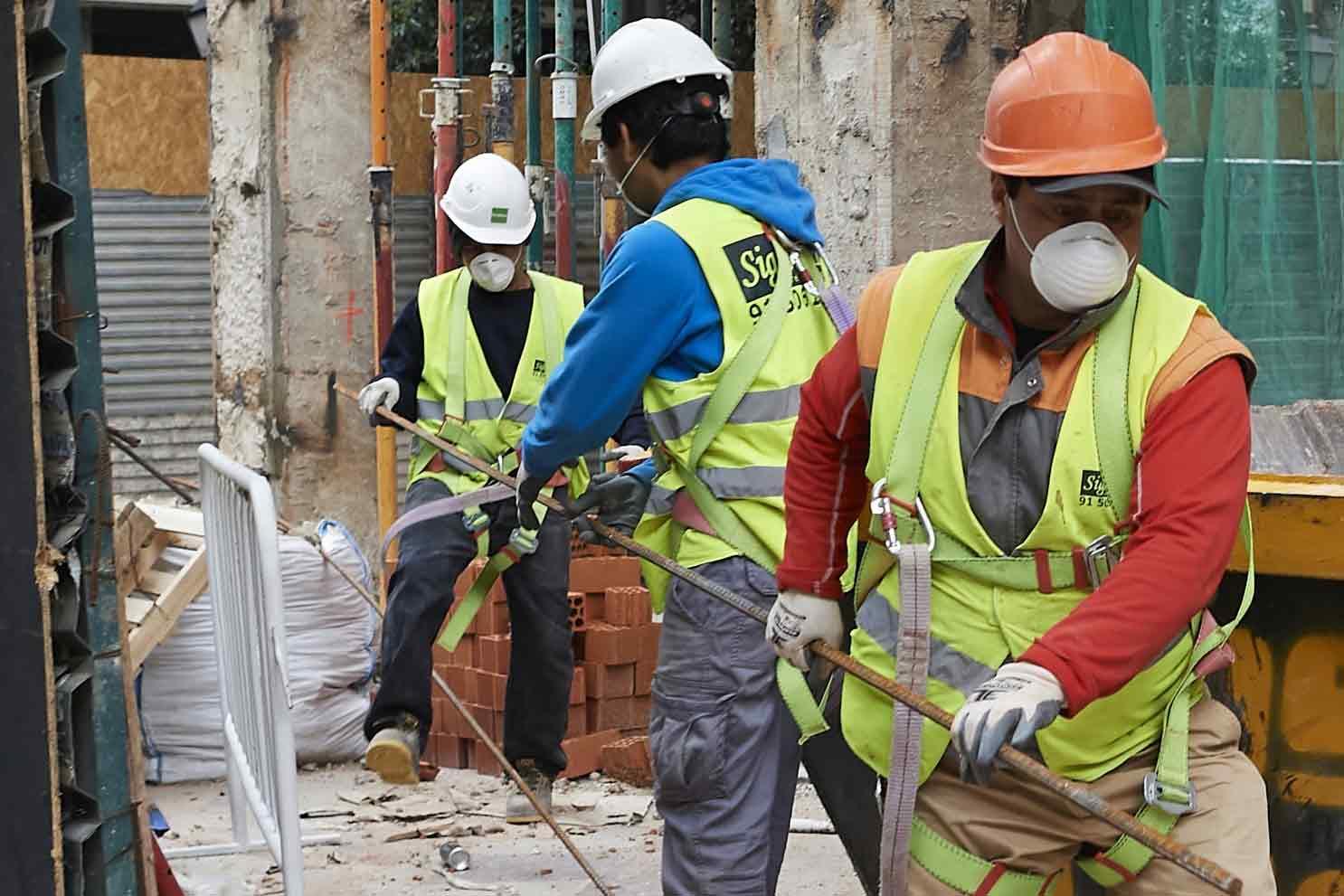 Batasi jumlah pekerja proyek, via latimes.com