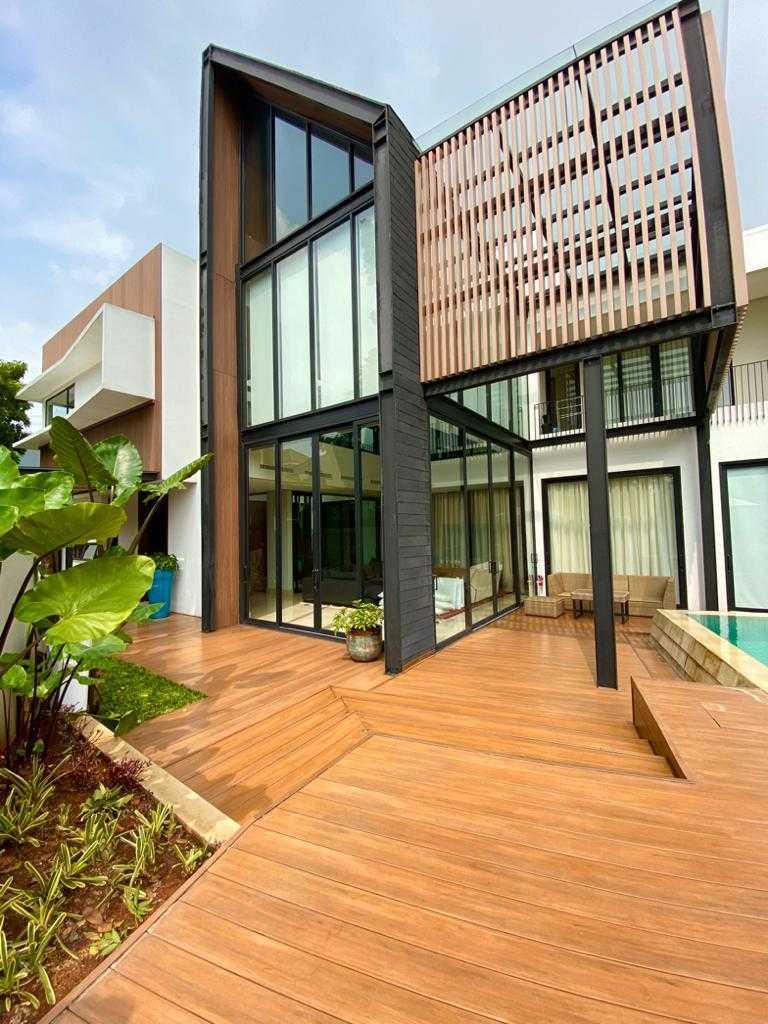 Eksterior rumah dengan fasad elegan yang terkesan ringan // Arsitag.com