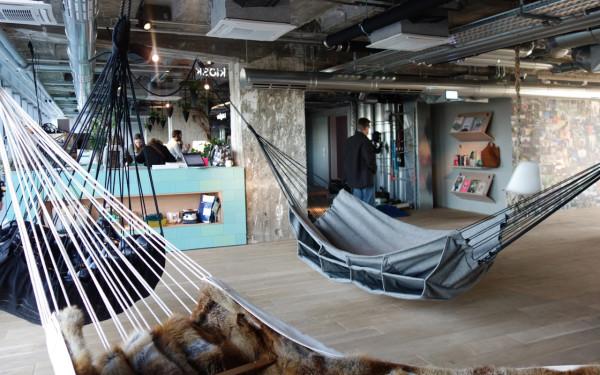 Lounge hotel yang digemari kalangan muda, karya Werner Aisslinger // design-milk.com
