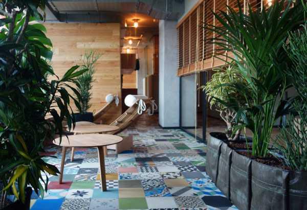 Sauna hotel yang juga berkonsep jungle, karya Werner Aisslinger // design-milk.com