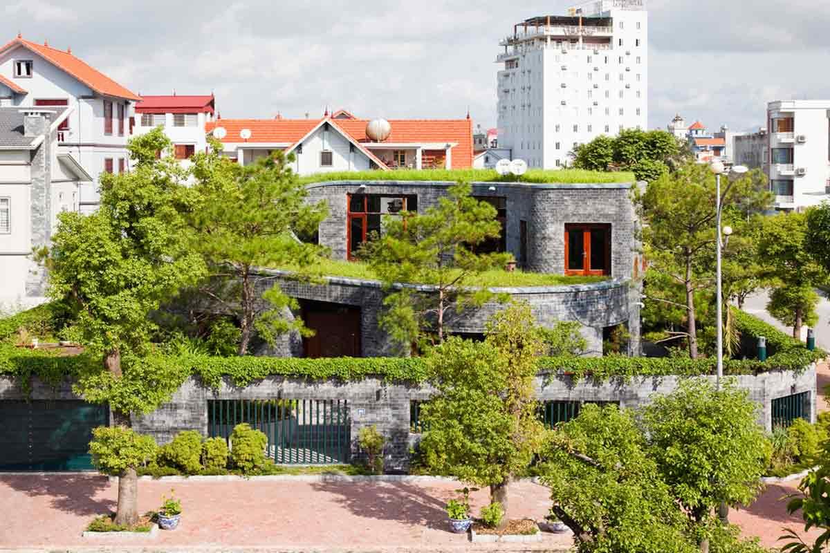 Atap hijau berpadu dengan dinding batu, karya Vo Trong Nghia // votrongnghia.com