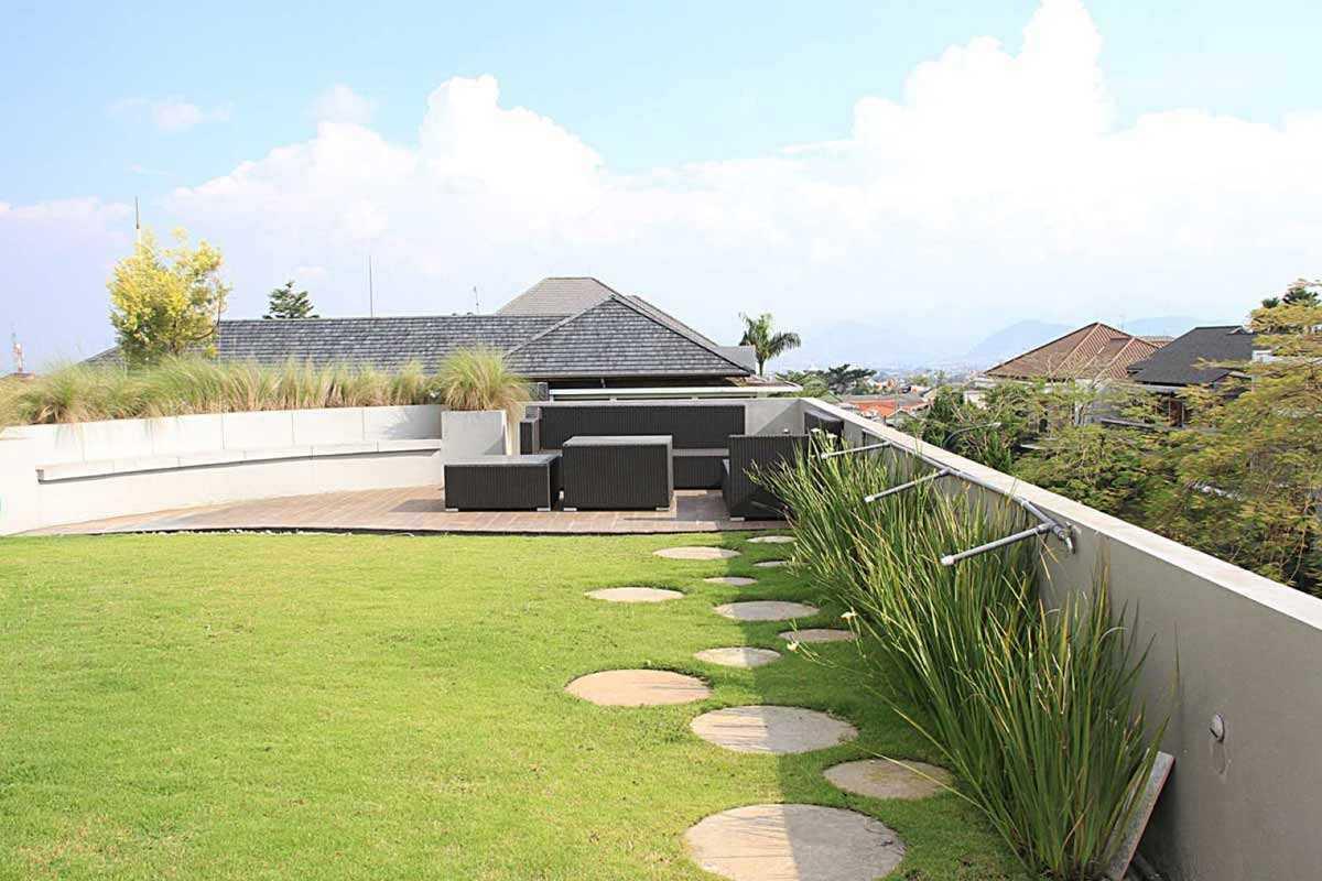 Atap hijau karya Arsitekt.id // arsitag.com