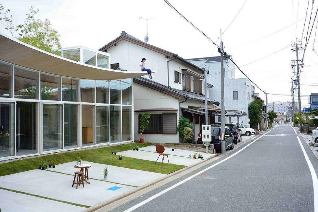 Kantor unik dengan atap lengkung // design-milk.com