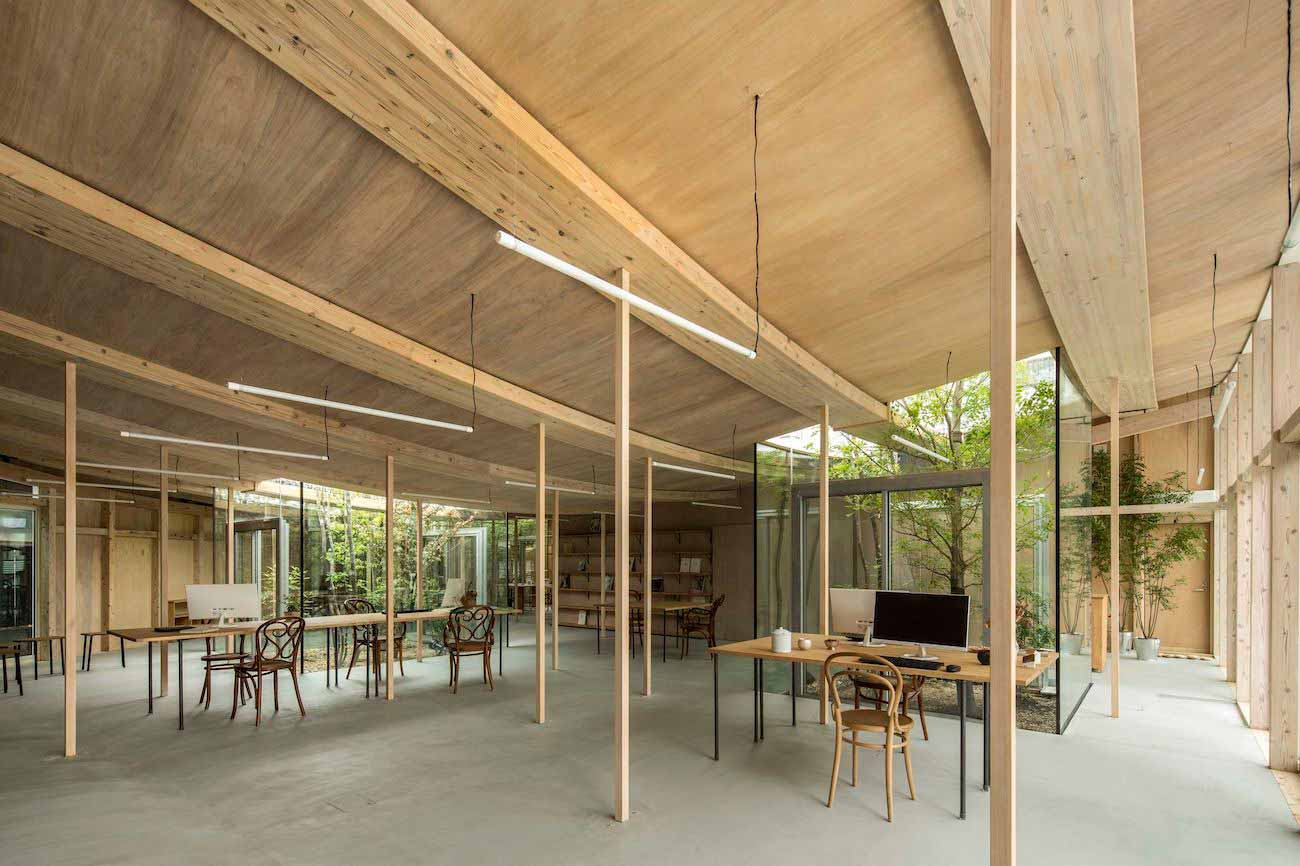 Interior ruang kerja didominasi material kayu di Sanno's Office karya Studio Velocity // design-milk.com