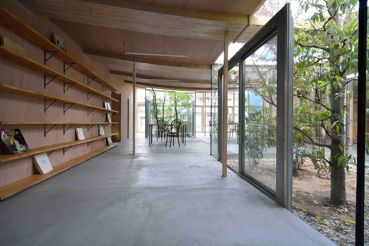 Interior kayu yang seragam di Sanno's Office karya Studio Velocity // design-milk.com