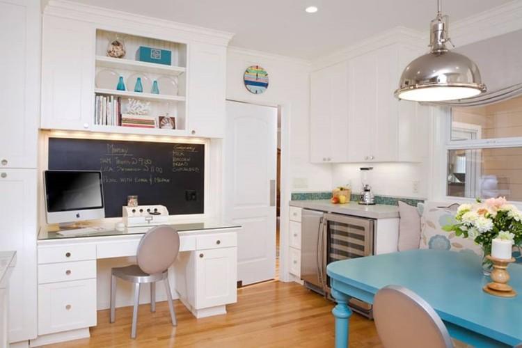 Meja kerja dengan blackboard karya Amoroso Design // thekitchn.com