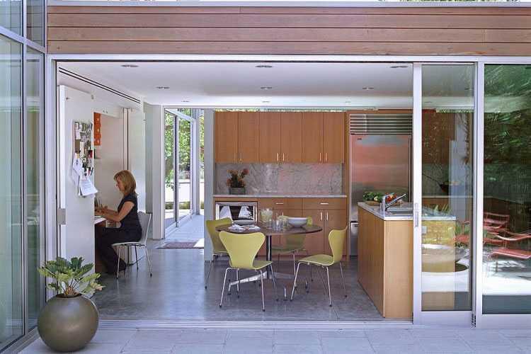Dapur sebagai ruang bekerja dengan sliding door karya Paul Davis Architects // decoist.com