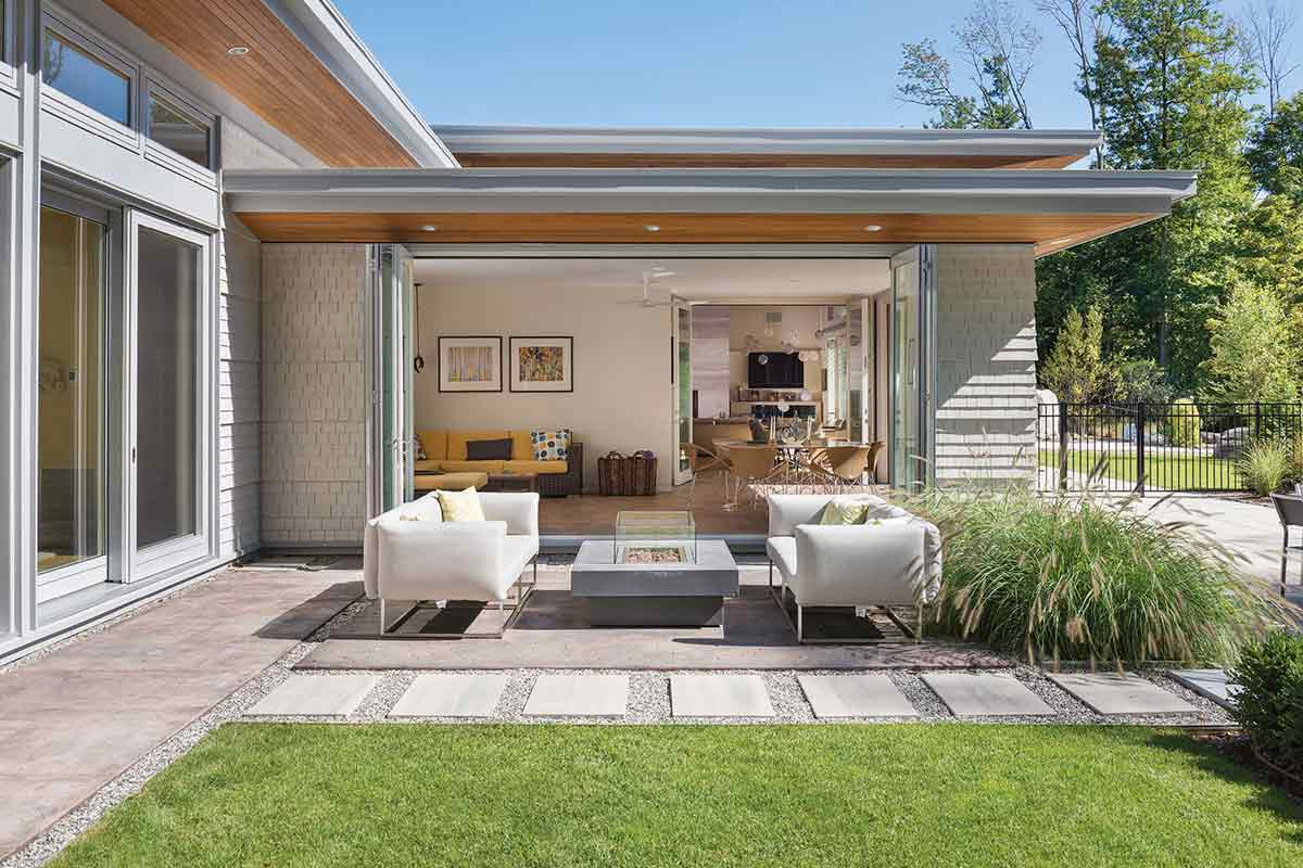 Taman mid-century modern karya Flavin Architects // bostonmagazine.com