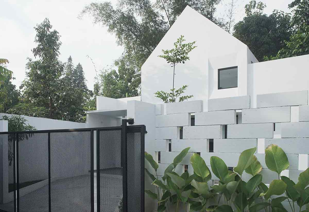 Ekpresi bentuk minimalis Rumah Sewon // arsitag.com