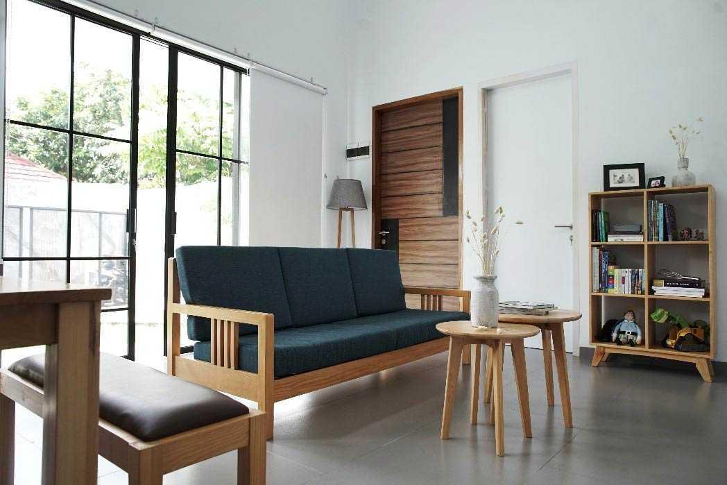 Ruang tamu Rumah Sewon // arsitag.com