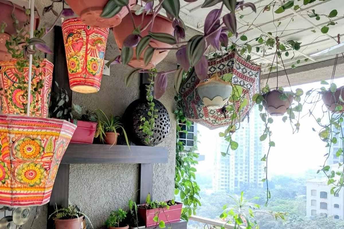 Taman balkon dihiasi lampu lukis khas Maroko, karya Ariyona Interior // ariyonainterior.com
