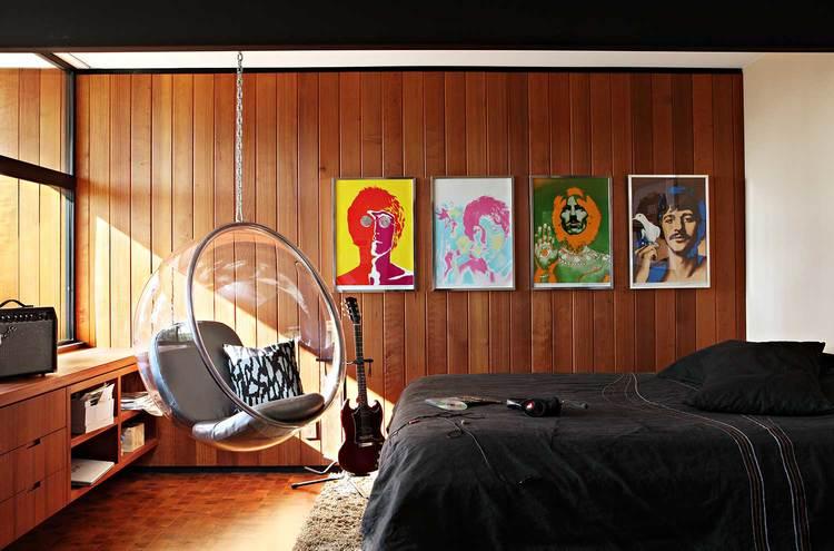 Kamar tidur bergaya mid-century modern dengan sentuhan retro, viadecoratedlife.com