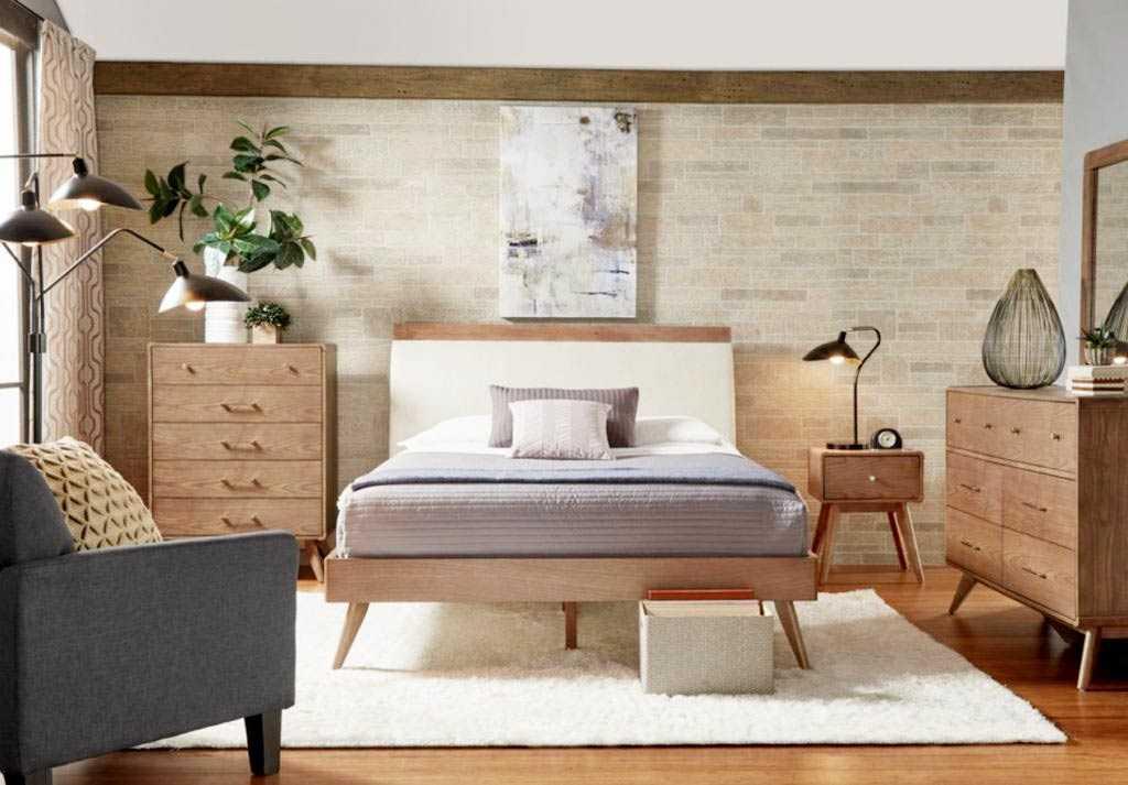 Kamar tidur bergaya mid-century modern dengan warna earthy tone // homedit.com