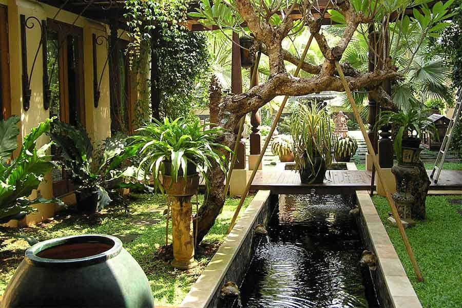 Desain taman tradisional karya Garisprada // arsitag.com