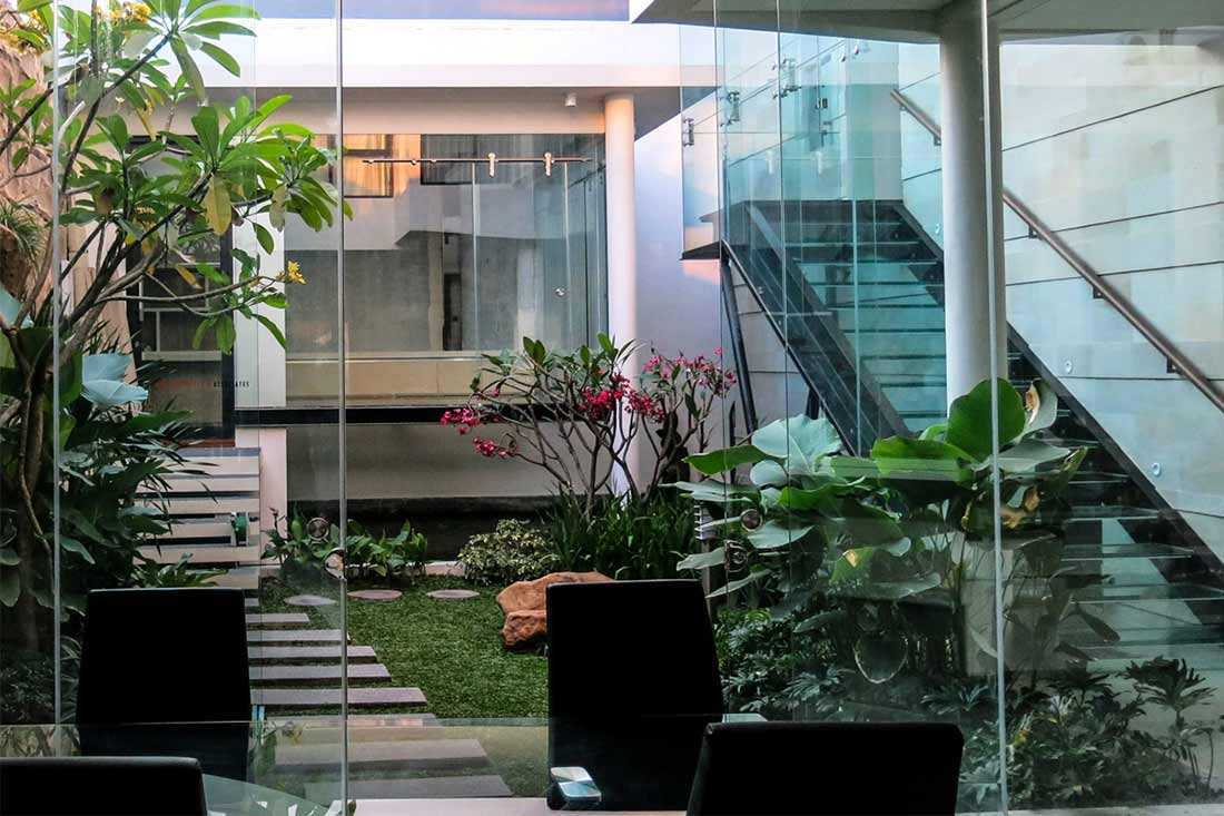 Desain taman courtyard karya Arnold Iskandar G Intan // arsitag.com