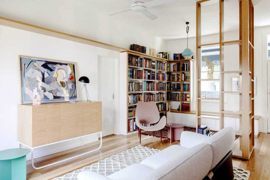 Partisi ruang berbentuk sudut karya Nest Architects // nonagon.style