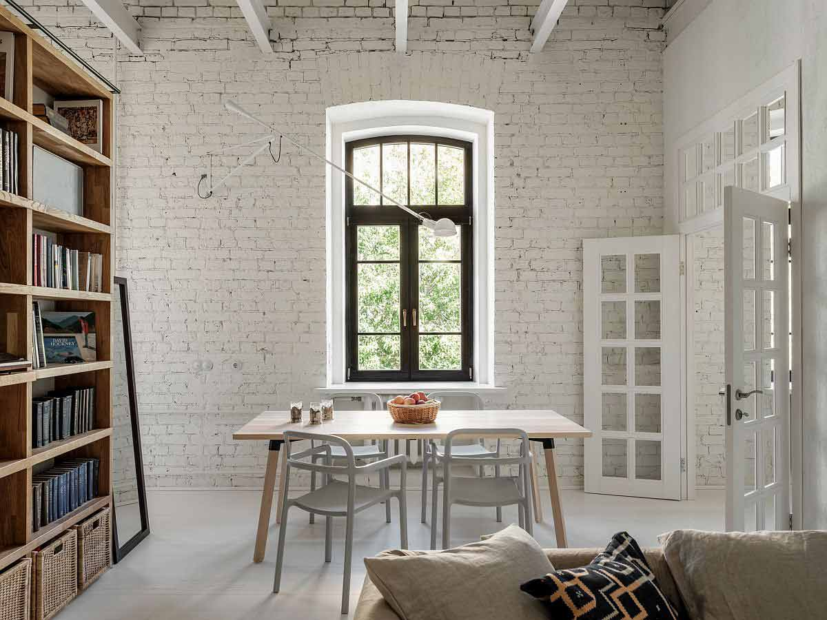 Desain interior ruang keluarga apartemen di Moskow karya Buro5, via decoist.com