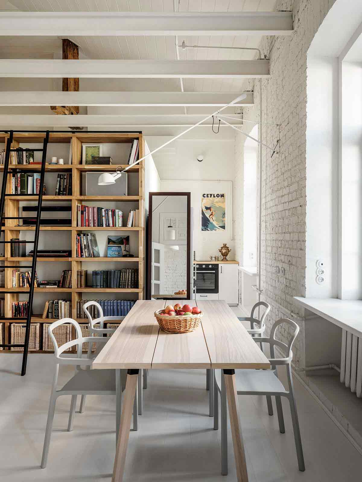 Desain interior ruang makan apartemen di Moskow karya Buro5, via decoist.com