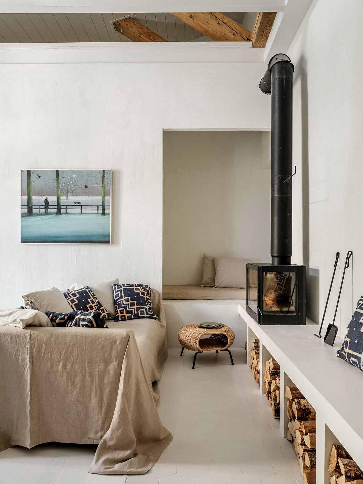 Desain interior ruang keluarga apartemen di Moskow karya Buro5 // decoist.com