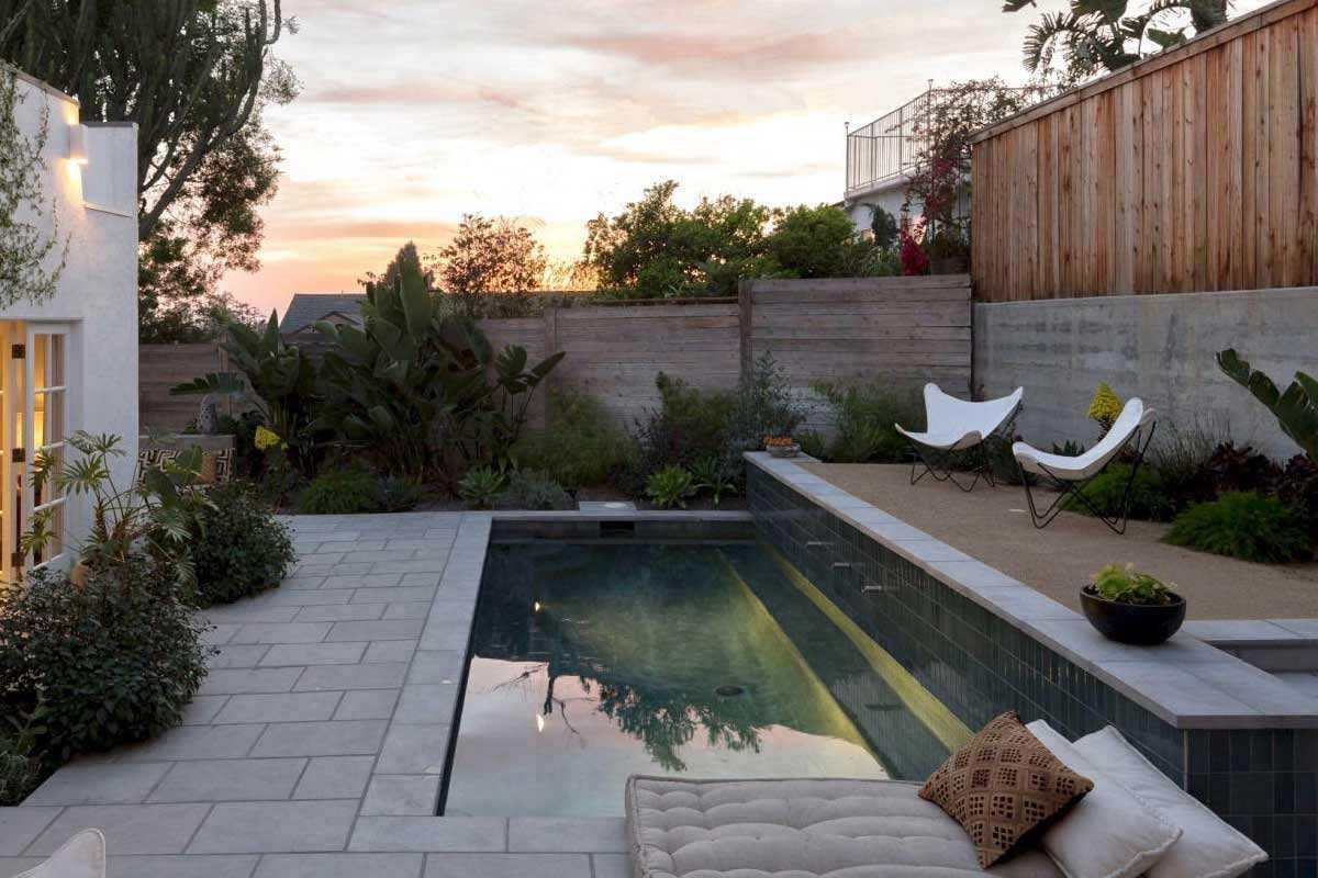 Pagar taman minimalis karya Lauren Moore // gardenista.com