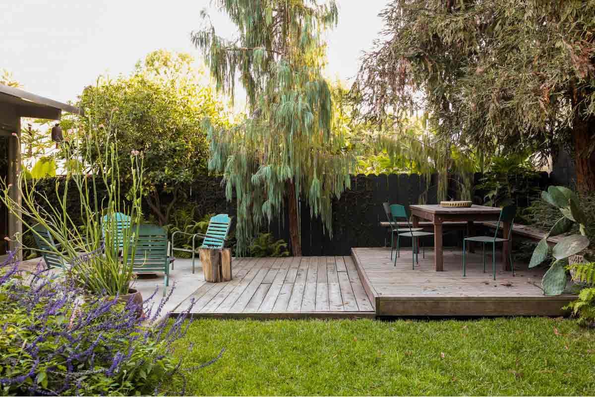 Pagar taman minimalis karya David Godshall // gardenista.com