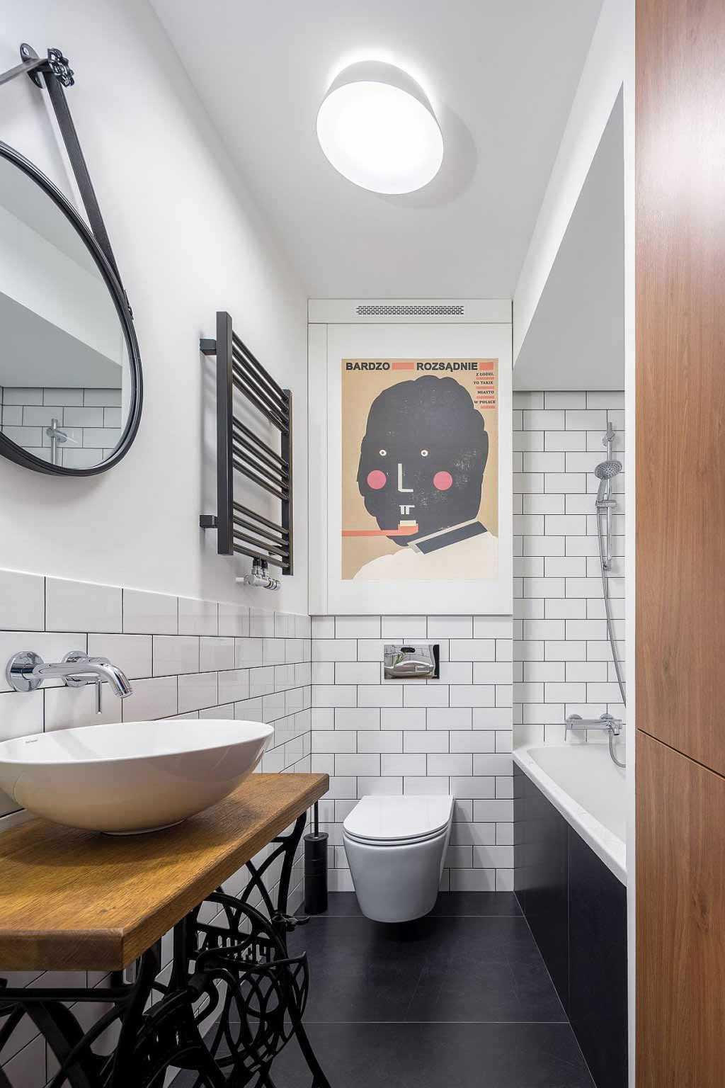 Kamar mandi dengan warna hitam putih,karya 3XEL Architekci, viadecoist.com