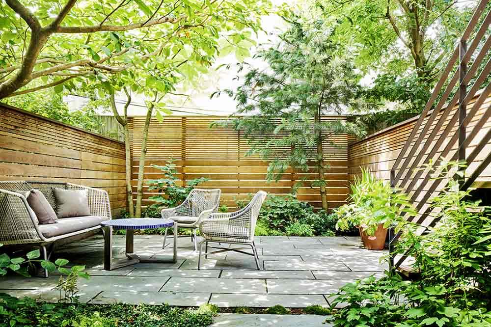 Patio taman karya Kim Hoyt // gardenista.com