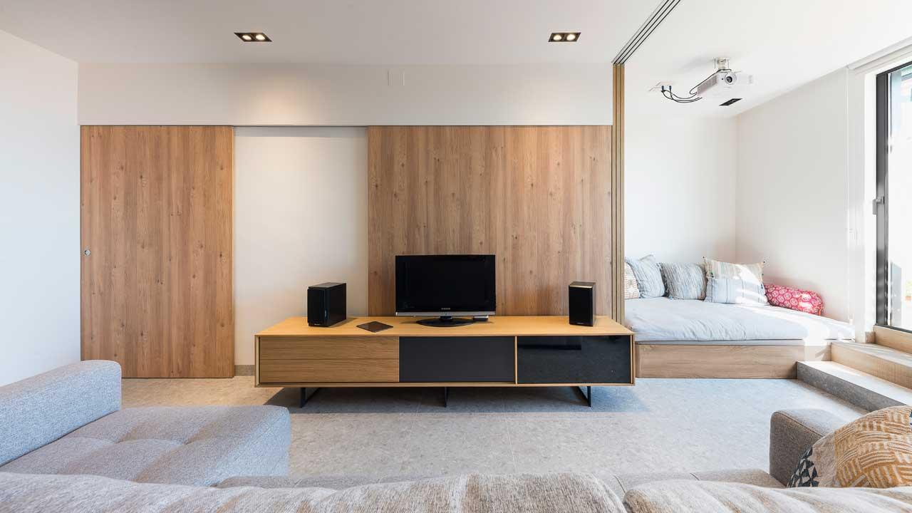 Renovasi Apartemen Mungil dengan Sekat Pintu Geser Minimalis Super Keren | Foto artikel Arsitag