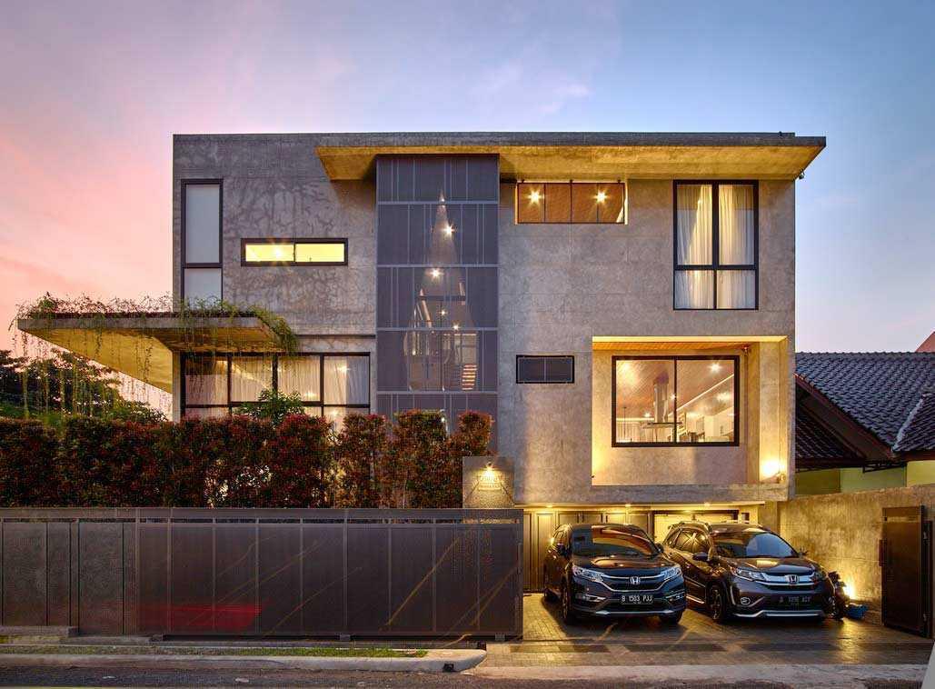 Arsitektur Rumah Mewah 3 Lantai dengan Gaya Industrial Minimalis Super Keren | Foto artikel Arsitag